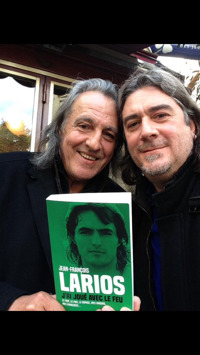 🎁 Alerte cadeau 🎁  RT & FOLLOW @lequipedusoir pour tenter de gagner «Jean-François Larios : j'ai joué avec le feu» par @BernardLions ! #EDS https://t.co/ViOQWYFFNq