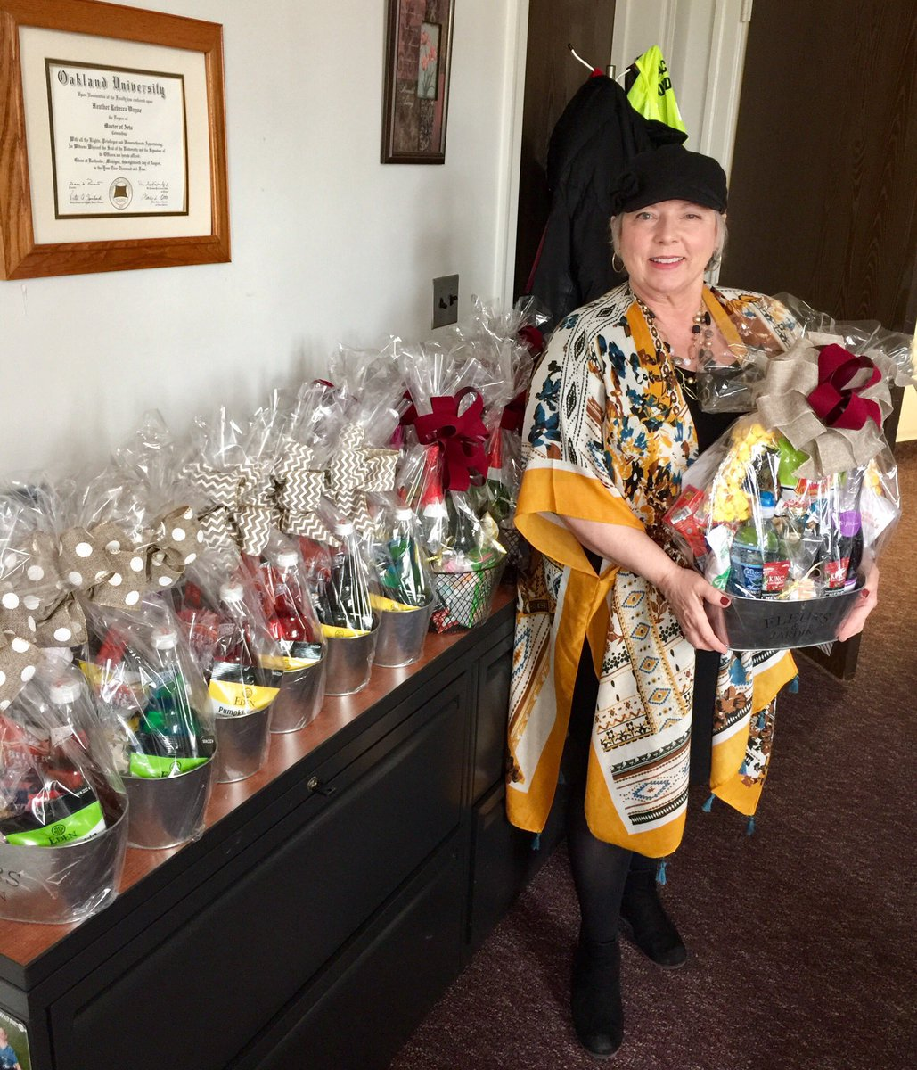 Thank you to FSA Linda Ratza for making the awesome baskets for the Oakland County Probation/Parole Agents Conference @Dietrichb7 @MDOC_QPN @MDOCFOA @smithb3333 @LatrecePorter
