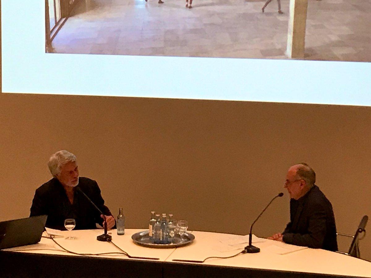 #ChrisDercon, Chef des Pariser #GrandPalais plädiert im #KunstmuseumBonn für hybride Museumsformen: Öffnung des Museums für verschiedene Künste und Einbeziehung des Publikums. #kunst