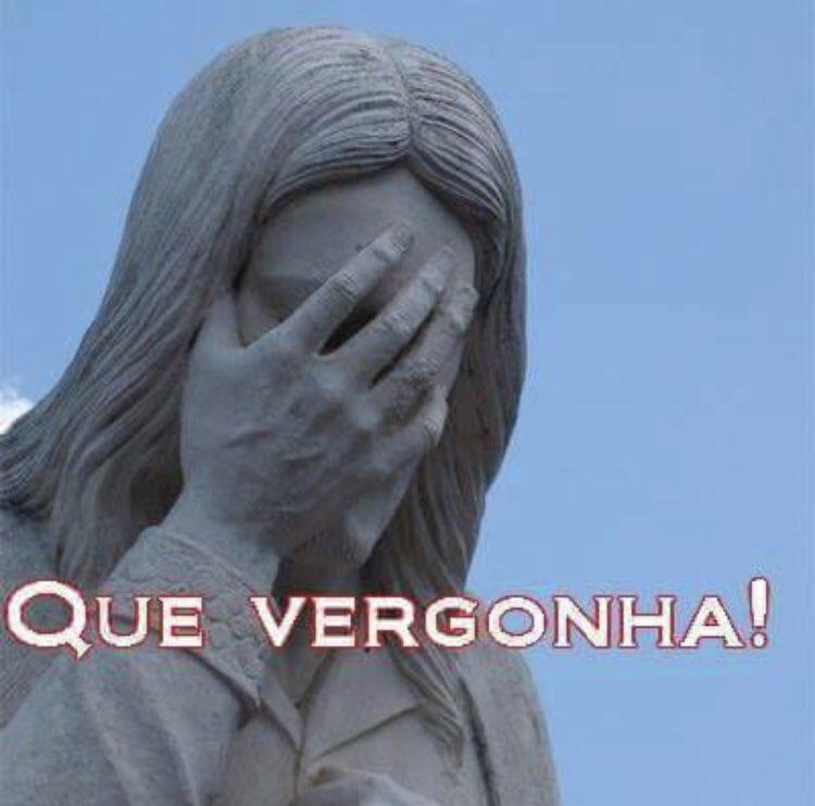 """El ministro de Educ. de Brasil (colombiano él) pidió seguir el ejemplo de Pablo Escobar para defender la presencia de militares en las escuelas. Según él, el narco """"hacia canchas de fútbol para los jóvenes y la cocaína producida era sólo para exportación. No para consumo interno"""""""