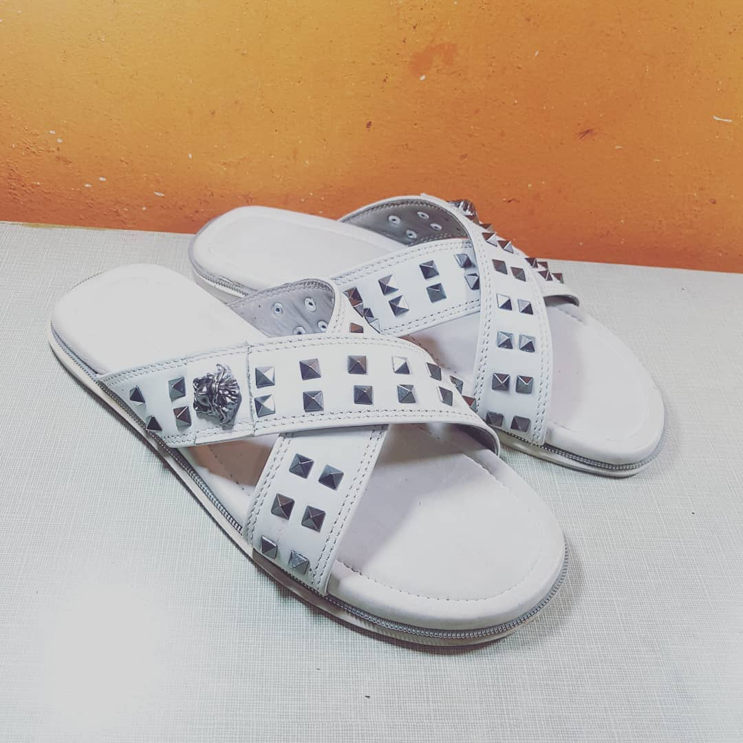 RT @Gslimfooties: #Studded #White #Slippers #Gfootiez #Gslimfooties https://t.co/ZtmCdhDnkn