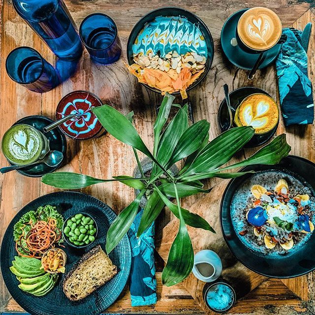 Foodie dreams come true in Bali  _______________________________________#cafevida #healthytreats #vidabali #smoothiebowl #organicfood #goldenmilk #matchalatte #flatwhite  #balidaily #baligasm #igbali #balifoodies #balifood #balifoodguide #exploreb… https://ift.tt/2UgWfKMpic.twitter.com/rS75r7zB7M