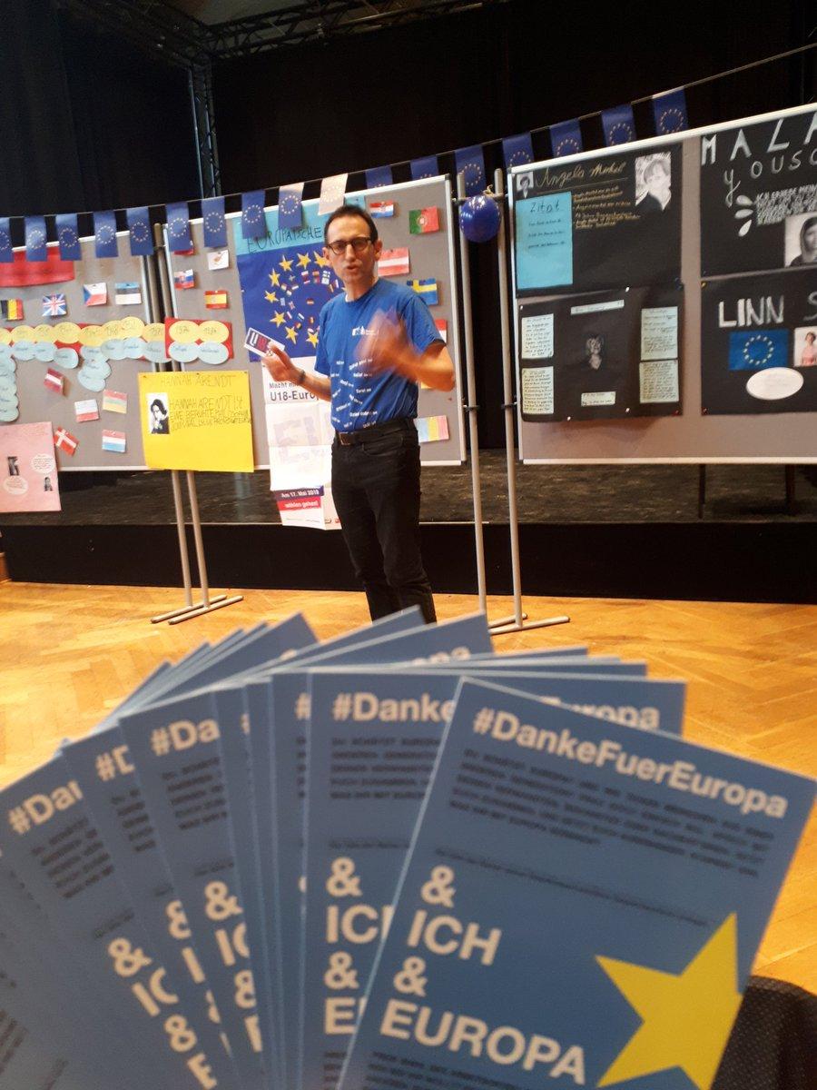 Schüler*innen der Theodor- Heuss-Schule #Berlin diskutieren heute mit Bezirksbürgermeister von  @BA_Mitte_Berlin Stephan @DasselVon über #Europa  Wichtige Themen hier: #Gleichberechtigung #Frauenwahlrecht #Brexit #DankeFuerEuropa