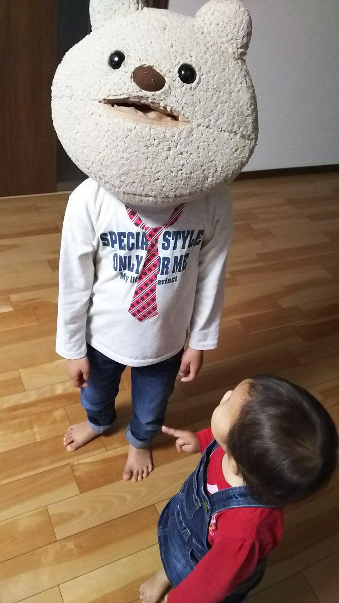 #育児衝撃画像 このあと妹は泣き叫びました。(箱ティッシュの入れ物を何を思ったのか頭にハメた息子)