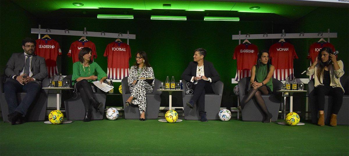 🏧 @chidiac10 y @lolaromero5 participaron en la primera jornada del 'Congreso de la mujer en el fútbol' (@LWFcongress), un evento internacional dedicado al liderazgo de la mujer en el fútbol 🔴⚪🔴 ➡ https://bit.ly/2HLOSFr  #LWFcongress #AúpaAtleti