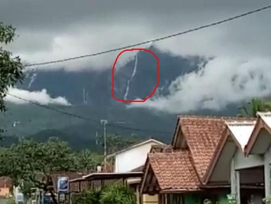Muncul aliran air di Gunung Galunggung