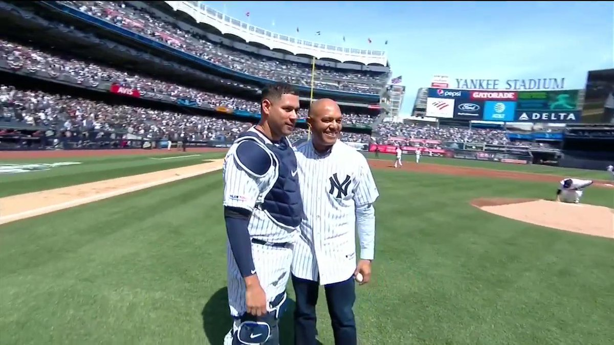 Rivera Throws Out First Pitch 👏