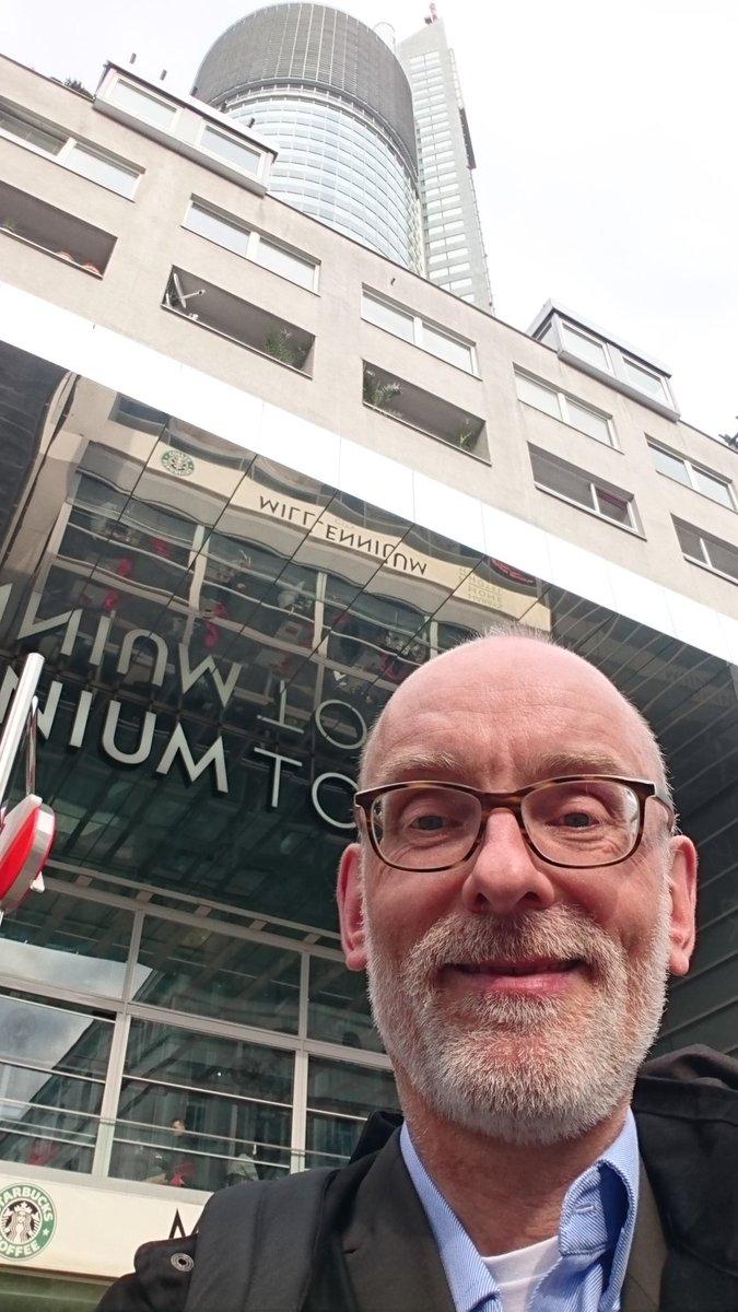 """test Twitter Media - Heute wieder einen Studierenden in den """"Master-Stand"""" erhoben,  diesmal im 22. Stock des Millennium Towers in Wien. Mein Job macht mir so doppelt Spaß! https://t.co/I4n8f2D64r"""