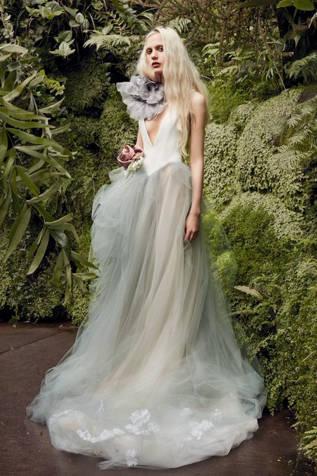 14fd073f47f View the full Spring 2020 Bridal collection by  VeraWangGang.  vogue.cm CdvzhjX · Retweeted by Vera Wang
