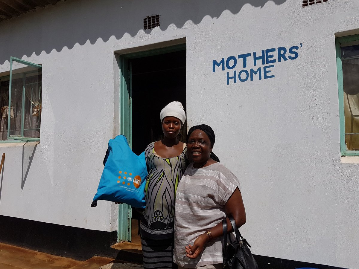 """Tatenda lost her home and all her belongings, including clothes for the baby she is expecting, in #CycloneIdai - but thanks to the """"mama kit"""" from @UNFPA_Zimbabwe, her baby will be warm. http://bit.ly/2G3EwgM"""