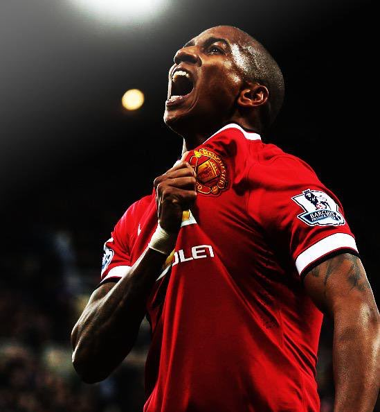 True professional, great servant to Manchester United over the last 9 years! He's given his all for our club. Doesn't deserve the stick he's getting. Chin up @youngy18 🇾🇪