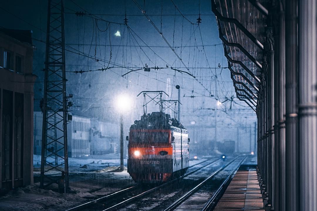 красивое фото ночные поезда перышки рваные