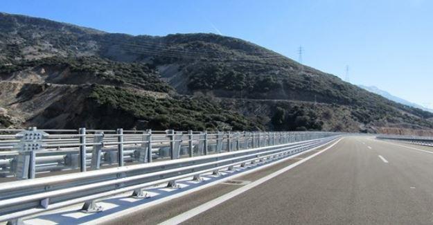 Άρτα: Γέμισε ο δρόμος πορτοκάλια! στην Γέφυρα Καλογήρου