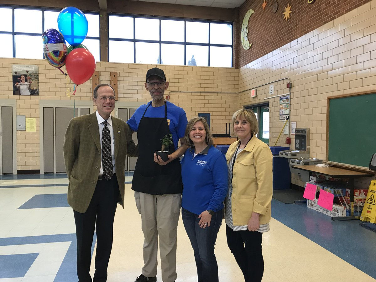 Congratulations to Mr. Lee on being <a target='_blank' href='http://twitter.com/APSVirginia'>@APSVirginia</a> Support Employee of the Year! <a target='_blank' href='https://t.co/oes6wfsqhQ'>https://t.co/oes6wfsqhQ</a>