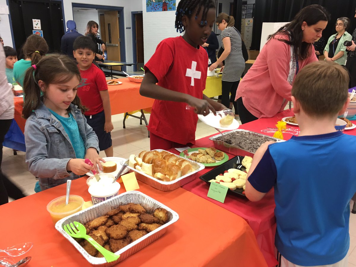 Embracing our diversity to the fullest with Multicultural Night <a target='_blank' href='http://twitter.com/CampbellAPS'>@CampbellAPS</a>!! <a target='_blank' href='http://search.twitter.com/search?q=thecampbellway'><a target='_blank' href='https://twitter.com/hashtag/thecampbellway?src=hash'>#thecampbellway</a></a> <a target='_blank' href='https://t.co/3XrcZS52wT'>https://t.co/3XrcZS52wT</a>