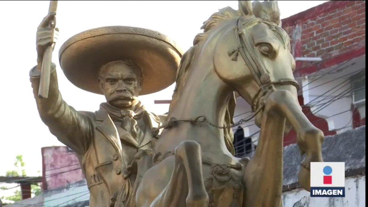 """""""Queremos un cambio, no una pinche #4T. Estamos en contra de @LopezObrador_"""", así fijaron postura los opositores a la termoeléctrica de #Morelos, durante el aniversario luctuoso de Emiliano Zapata en #Chinameca"""