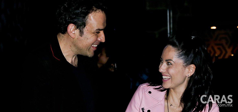 91646ccb98 #NoTePierdas Fernando Rovzar y Bárbara Mori en la inauguración del hotel  Pug Seal http:
