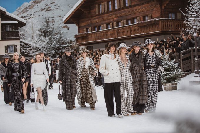 Models walked side by side for the finale of the #CHANELFallWinter 2019-20 show in an atmosphere of a bright winter's day. #KarlLagerfeld #VirginieViard #CHANELintheSnow | Visit http://espritdegabrielle.com  L'héritage de Coco Chanel #espritdegabrielle © #CHANEL