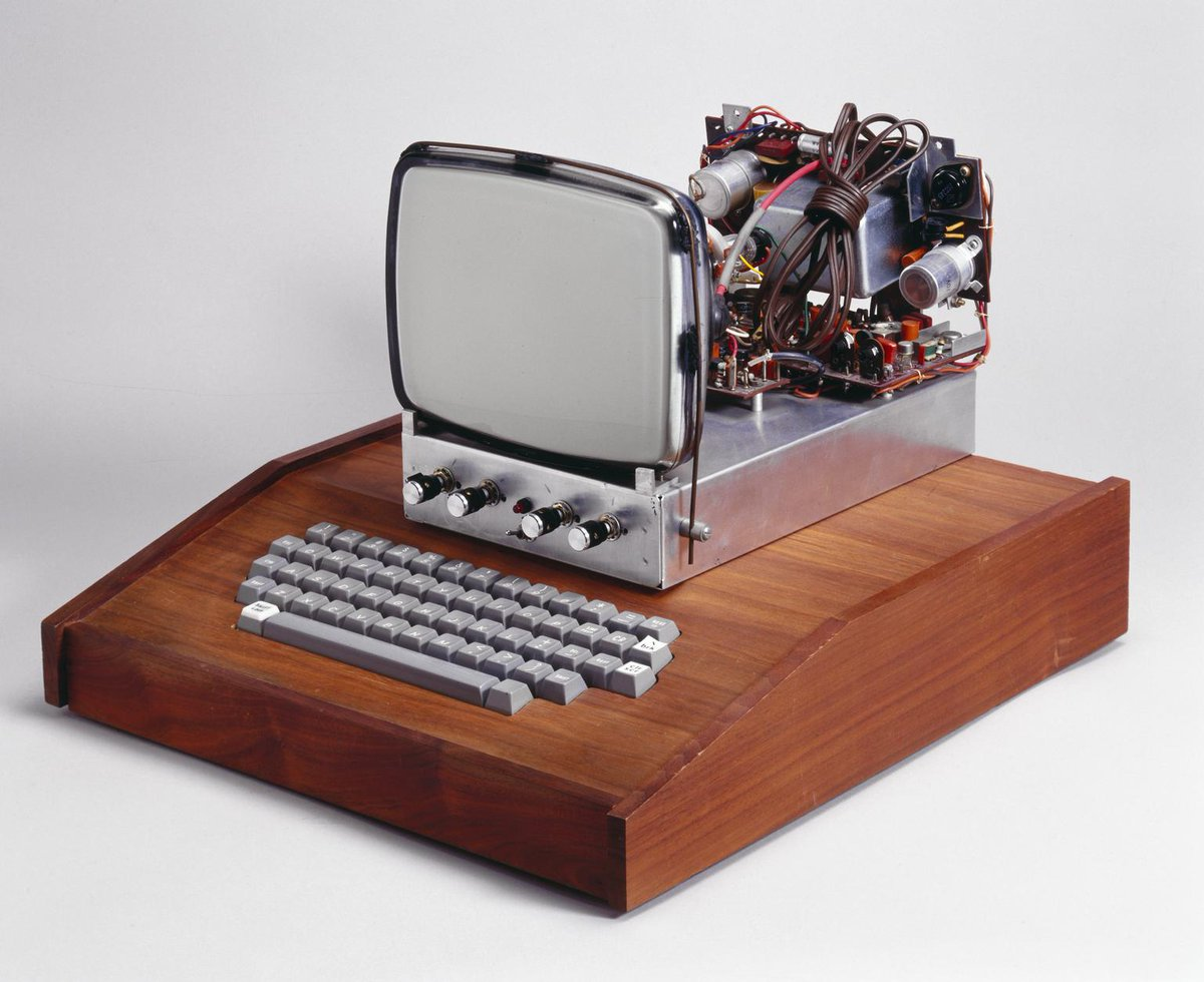 #Geek 🤓 Awesome of the Day: #Steampunk-ish  ⚙️ 1976 #AppleI #Computer 🖥️ via @sim_manchester #SamaGeek #SamaVintage