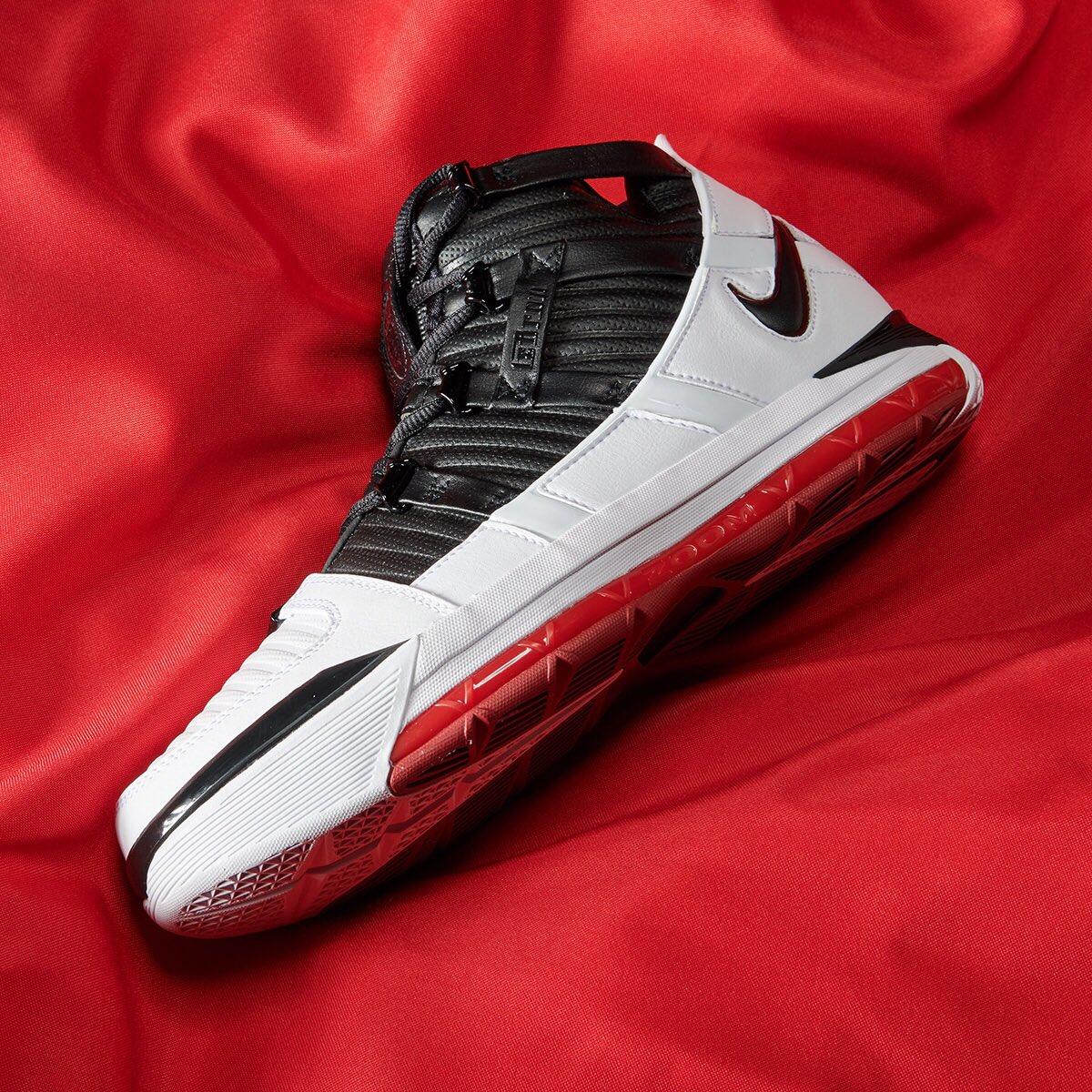 Releasing in 30mins Nike Zoom Lebron 3