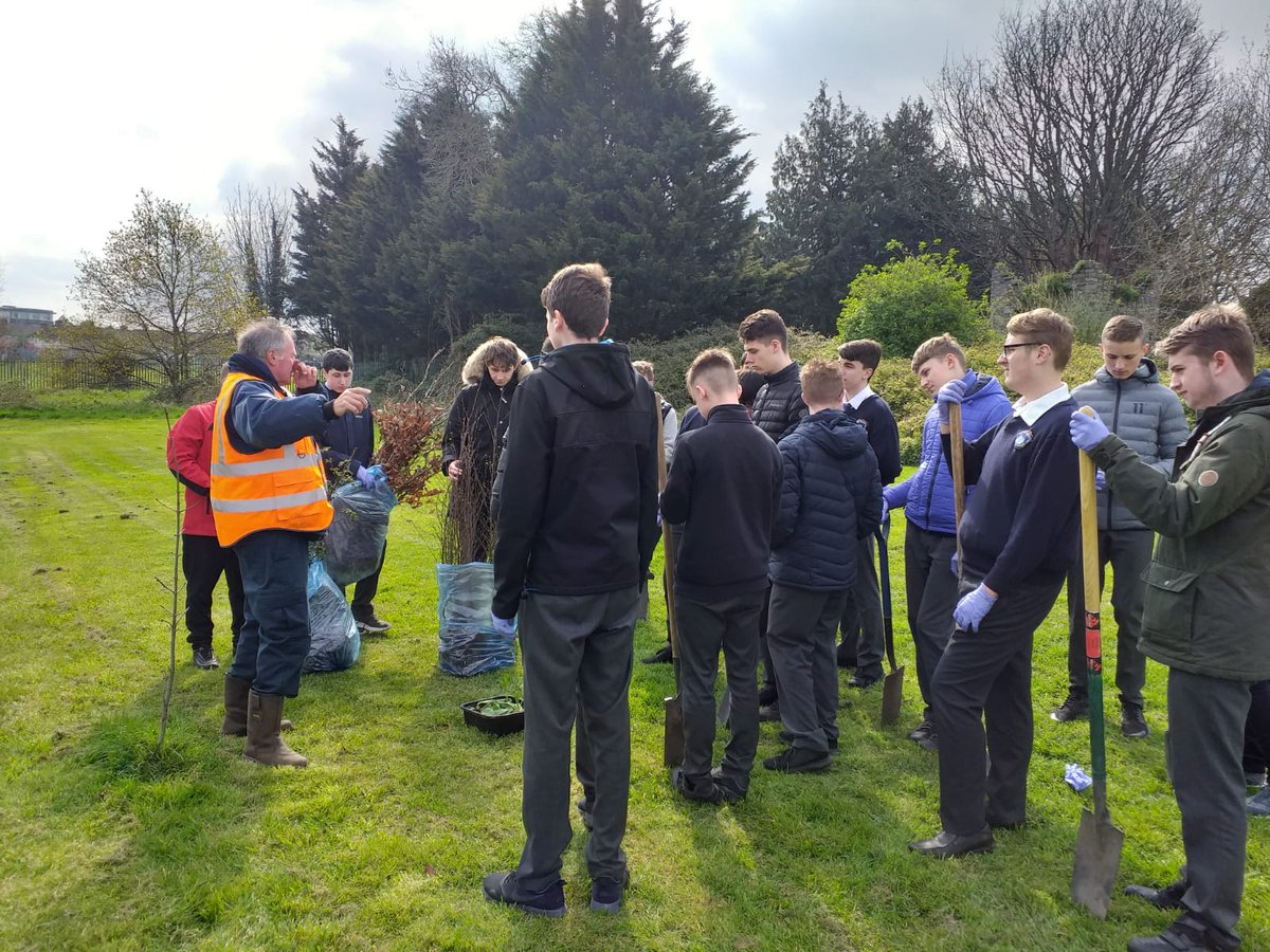 @cbscastle Transition Years taking part in Tree planting #Sustainability #environment #education @GreenSchoolsIre @ClothingGrown  Thanks to @DubCityCouncil for their continued support.