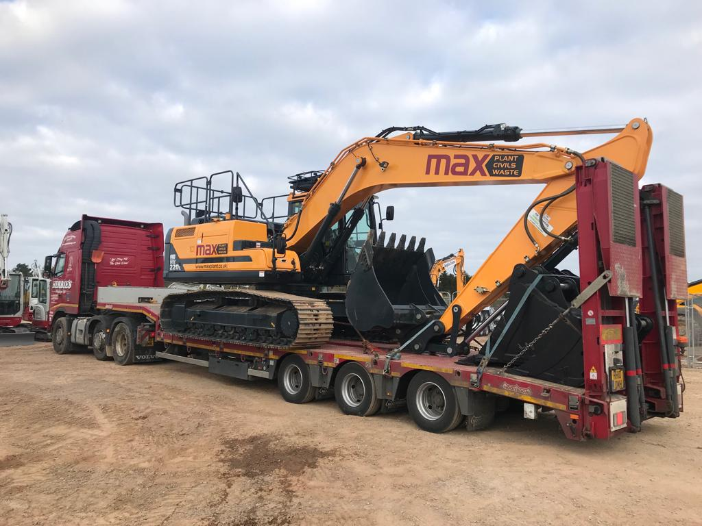 Max Plant investing in more @HyundaiCEE Excavators. This the 1st of 2 HX220L&#39;s with @MillerGBLtd Hydraulic Quick Hitch, Full set of @Rhinoxbuckets, Boxing Ring, Cab Guards, 360 AAVM Camera and Green Seatbelt Kit. All finished off with striking Sign writing! #CivilEngineering <br>http://pic.twitter.com/bRuaHncy10