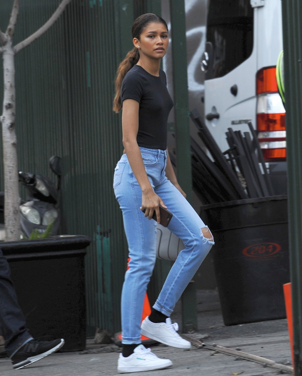 ed3a5bc61e64e8 Zendaya Wearing Light Blue Knee Rip Jeans - https://denimology.com/