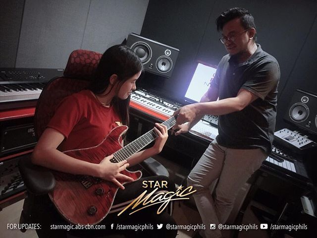 Kisses Delavin taking guitar lessons for her upcoming 'A Life Full of Kisses' concert happening this April 25 at the Music Museum http://bit.ly/2Uvz5RF