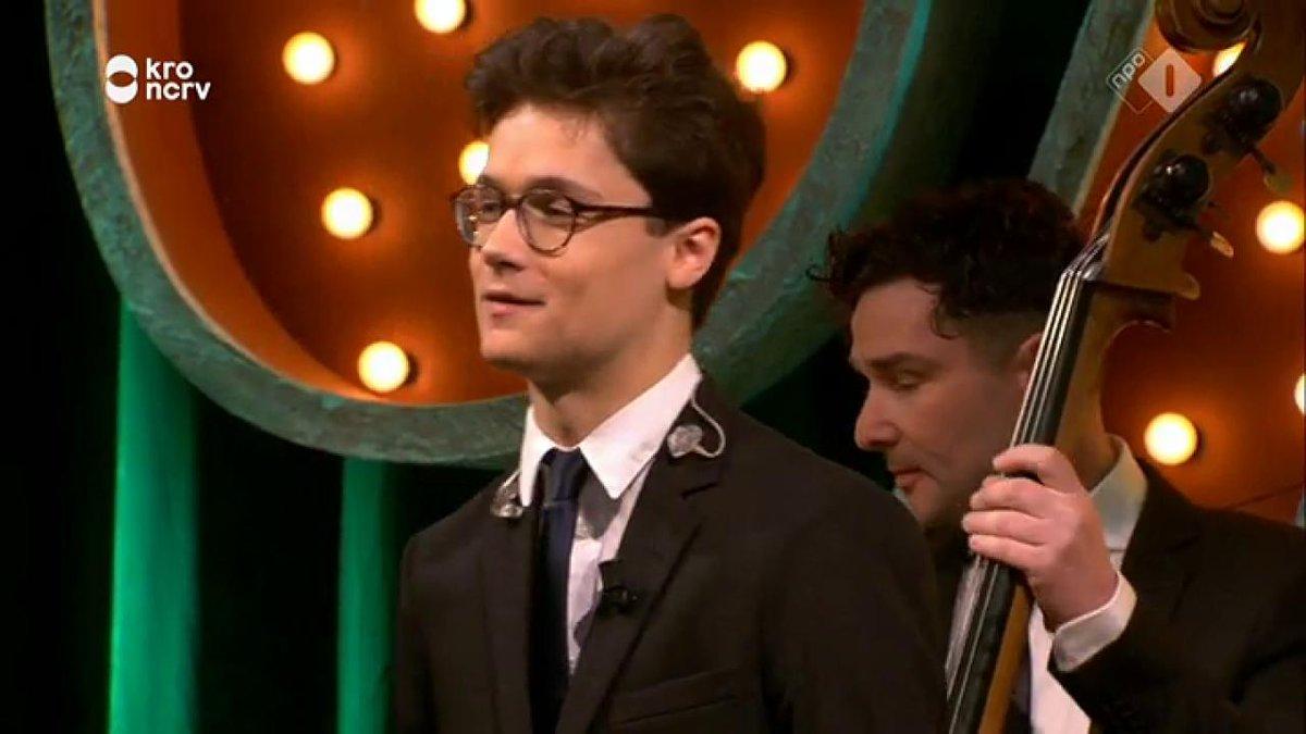 The Voice-winnaar Dennis van Aarssen zingt 'High Hopes' van Panic! at the Disco