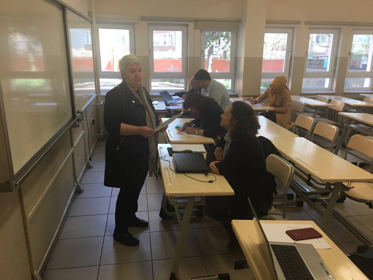 İl Milli Eğitim Müdürlüğü Maarif Müfettişleri Ar-Ge Birimi ilimizde görev yapan yönetici ve öğretmenlere yönelik 'Makale Yazma Eğitimi'nin ikinci aşaması gerçekleştirildi. Atölye çalışmasıyla makale yazmaya başladık.