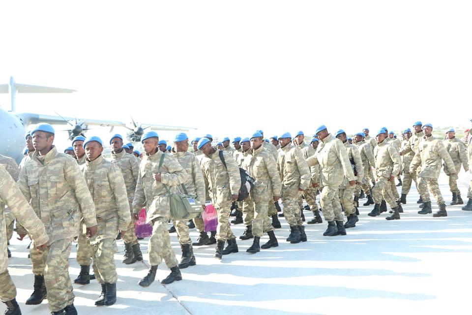 تركيا تخرج أوّل دفعة ضباط صف في الصومال من قاعدتها العسكرية D34QD12WsAAzfFi