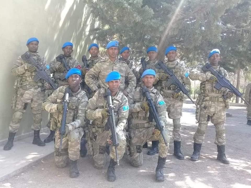 تركيا تخرج أوّل دفعة ضباط صف في الصومال من قاعدتها العسكرية D34QDlOWwAEt6yx