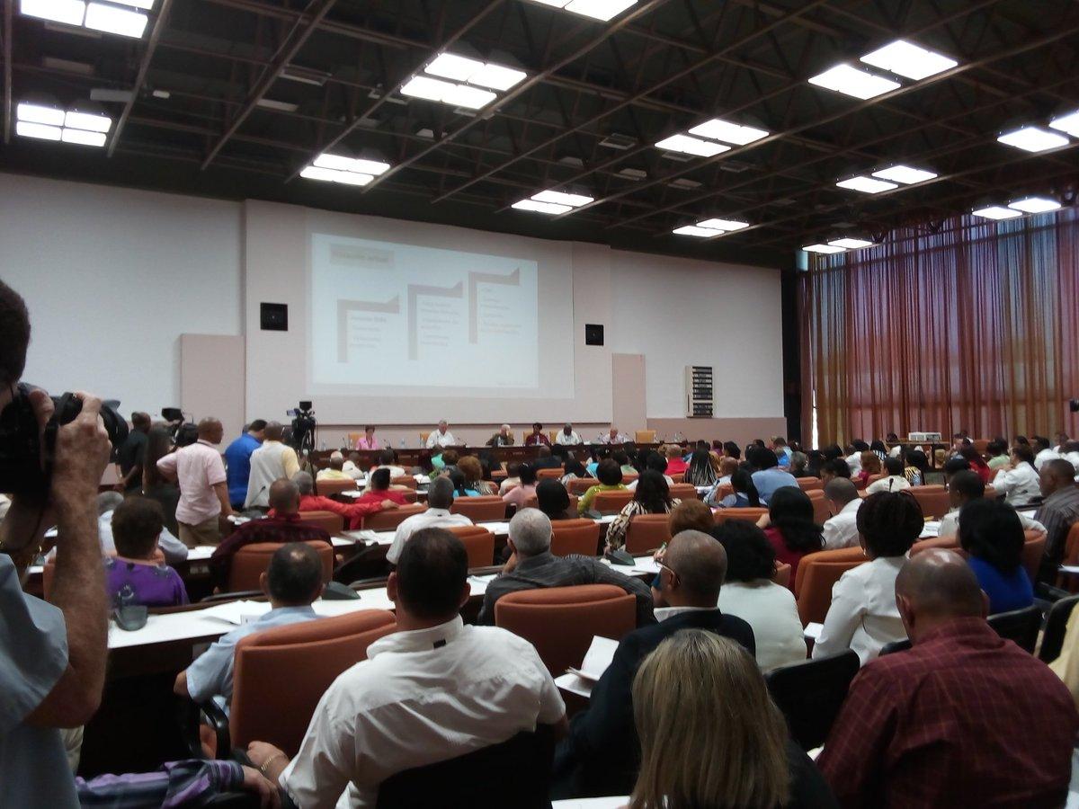 Comisiones del Parlamento cubano analizan programas nacionales de gran impacto