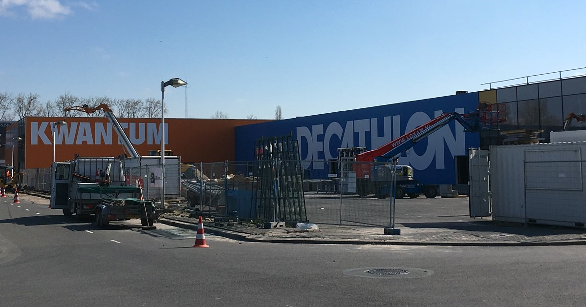 f8e0f57458aec7 En dat wordt met 2800 vierkante meter een enorme winkel. Lees meer:  https://bit.ly/2P2isY5 pic.twitter.com/nbPi3TW1JE