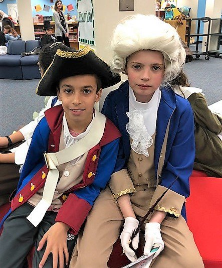Long Branch fourth grade students celebrated biography day! Starting with a parade of students followed by a wax museum!  <a target='_blank' href='http://twitter.com/APSVirginia'>@APSVirginia</a> <a target='_blank' href='http://twitter.com/APSsocstudies'>@APSsocstudies</a> <a target='_blank' href='https://t.co/9BWitEbfmY'>https://t.co/9BWitEbfmY</a>