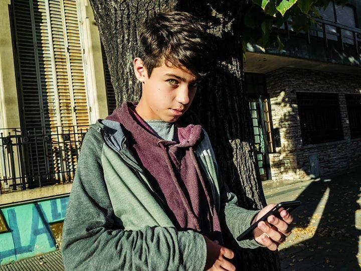 La Plata, Buenos Aires, Argentina. 2019.  #hijo #son #cellphone #celular #retrato #portrait  #vidaCotidiana #dailyLife #burnmagazine #LensCultureStreets #SPiCollective #streetphotography #decisivemoment #streetphotographyincolors #streetphotography_color #ig_streetphotograph… pic.twitter.com/eWifNYrUDo