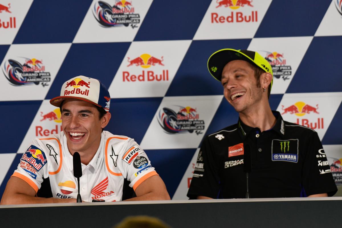 Senyum Valentino Rossi dan Marc Marquez.