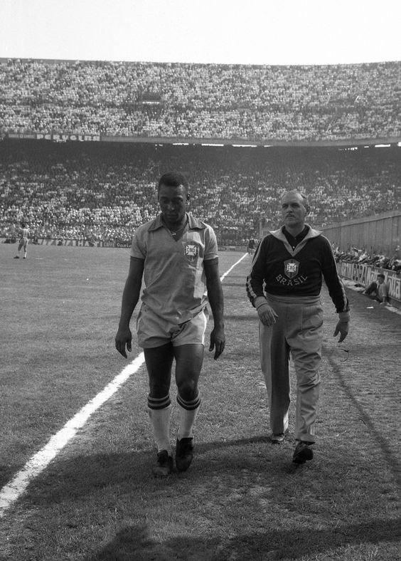 FOTOS HISTORICAS O CHULAS  DE FUTBOL - Página 7 D35OMuFWwAAJDw2