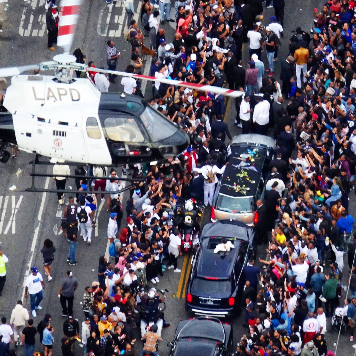 #Air7HD over the @NipseyHussle funeral procession as thousands pay their respects to the beloved #SouthLA rap artist. @ABC7  #abc7eyewitness #ripnipseyhussle #ripnipsey