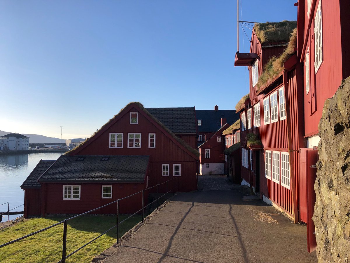 A very beautiful morning here in the Faroe Islands ☀️ Wish you all a good day here from Tinganes - where government offices are now, and where it is believed, that one of the world's first parliaments was held 🇫🇴 #FaroeIslands #Tinganes  #Farpol #nrpol  #TracesofNorth