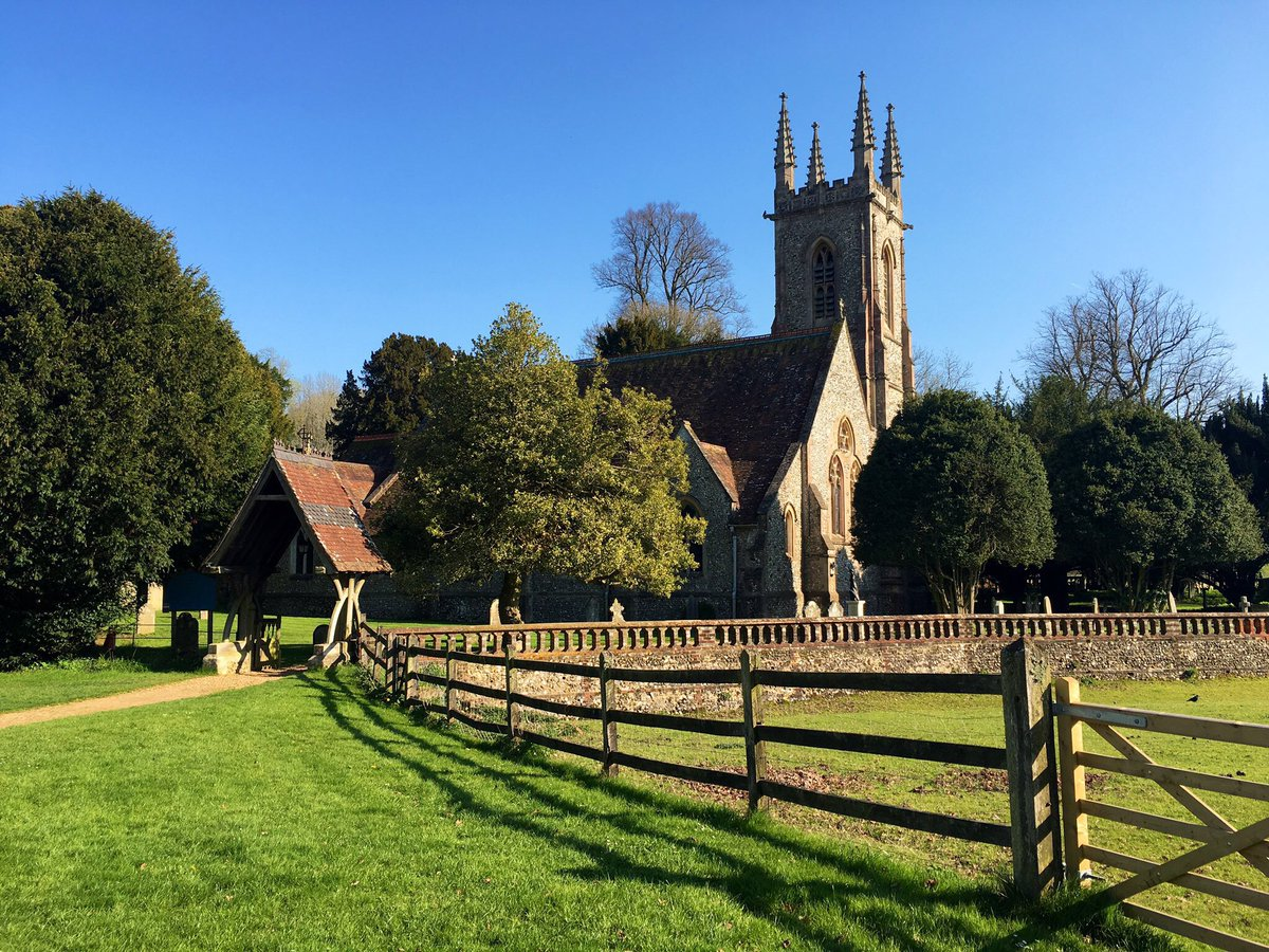 St Nicholas, #Chawton, #Hampshire. A church has stood on this site since at least 1270 when it was mentioned in a diocesan document. The church suffered a disastrous fire in 1871 which destroyed all but the chancel. The rebuilt church was designed by Sir Arthur Blomfield. G2*L<br>http://pic.twitter.com/1eEYN9XWz3
