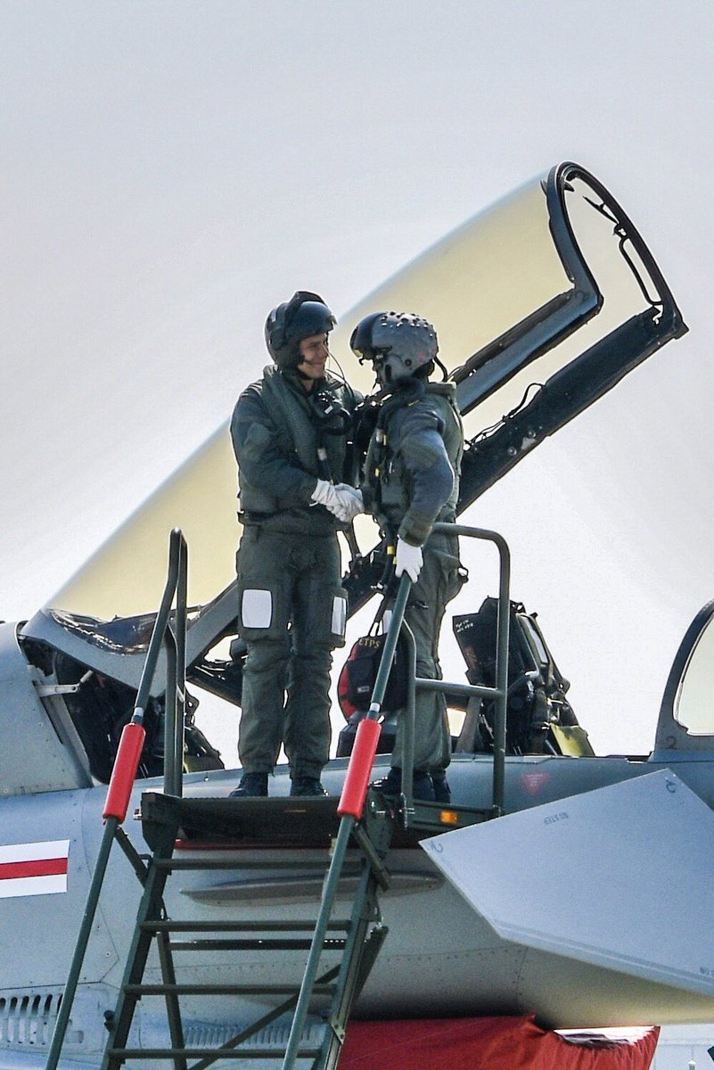 HighFive & ShakeHands!!! @eurofighter 🇬🇧🇩🇪🇪🇸🇮🇹Pilot and his Swiss backseater comrade after successful #air2030 test ride over Payerne Airbase🇨🇭Start of a great cooperation?! 😎 @RAFLive @Team_Luftwaffe @BAESystemsAir @AirbusDefence @vbs_ddps @hodike #armasuisse @Leonardo_UK
