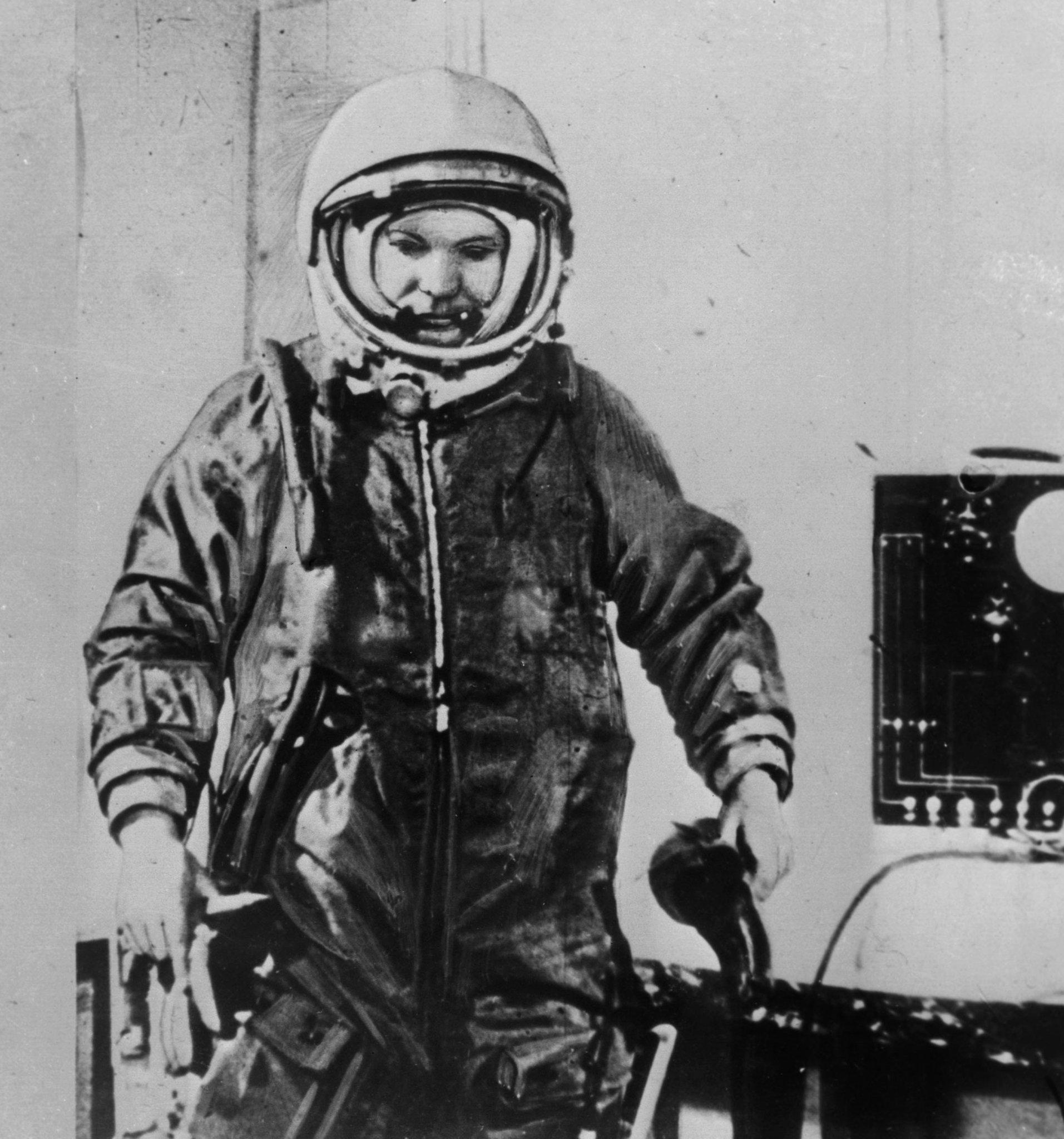 слову, картинки полета в космос юрия гагарина поселка