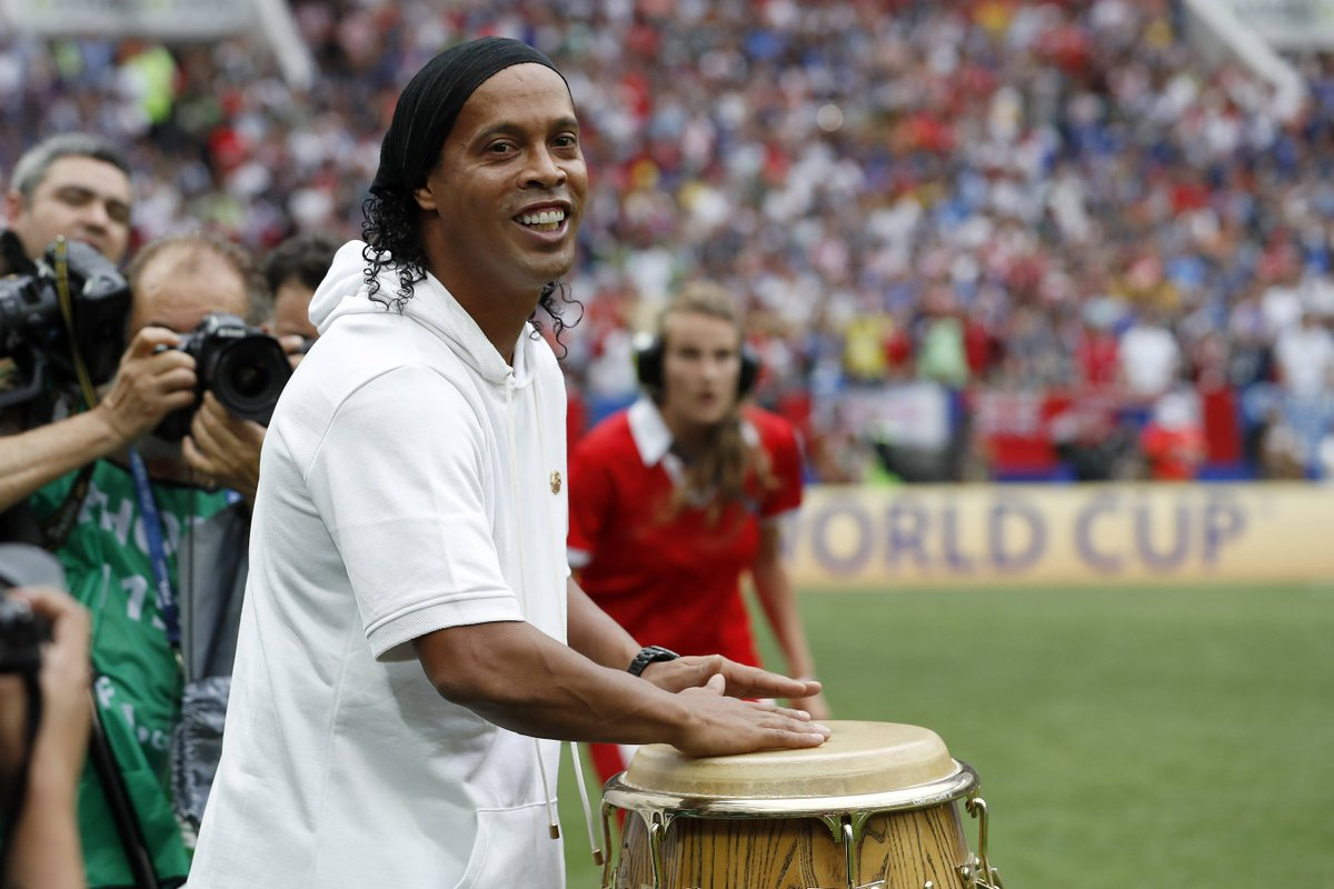 🥁 When you're the one who gets the party started! 🇧🇷🤙  @10Ronaldinho | #FridayFeeling