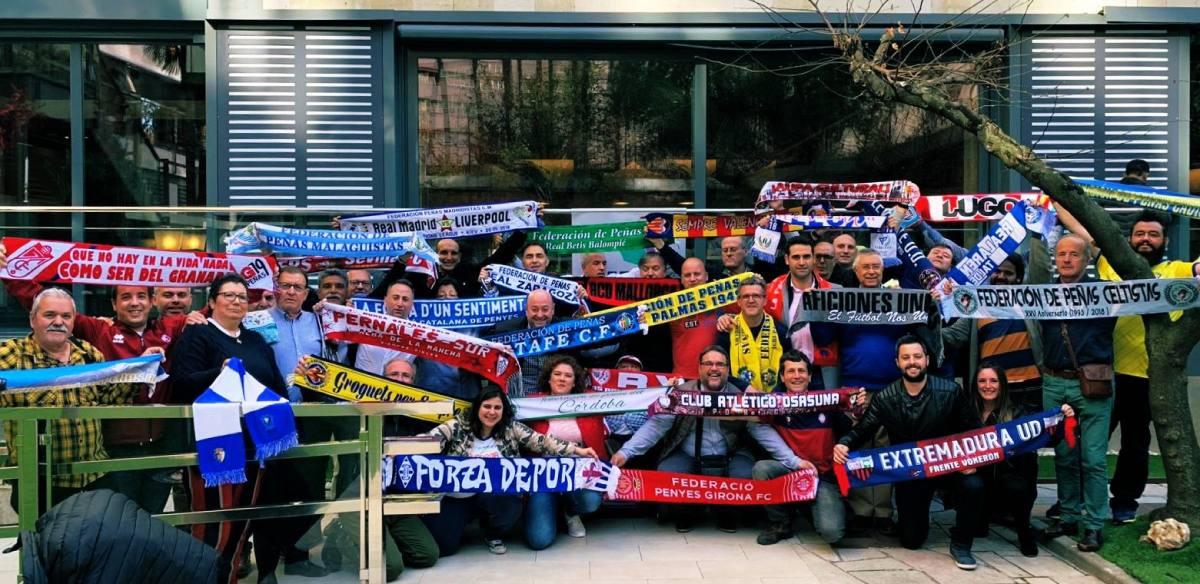 """las Federaciones de Peñas dicen """"no"""" a la puesta en marcha de una Superliga europea #AficionesUnidas #SuperligaEuropea http://bit.ly/2GiRb0s"""