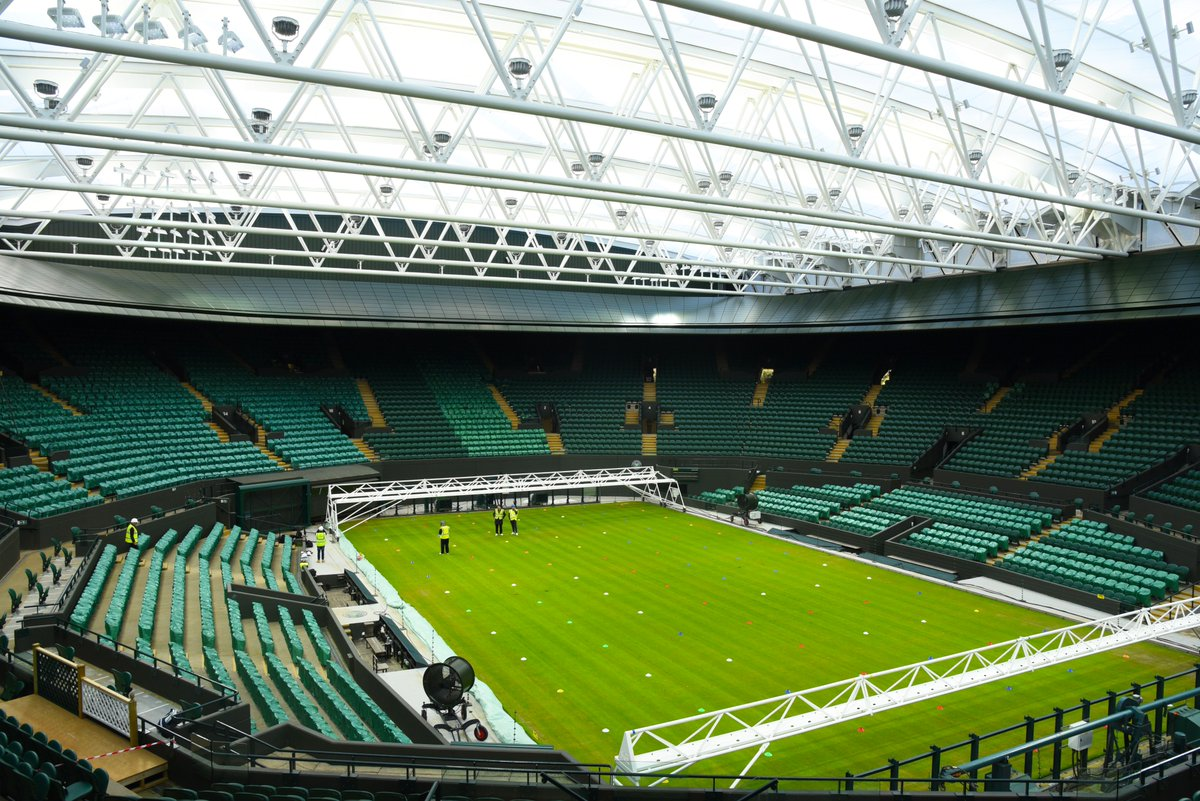 A glimpse of No.1 Court under its new roof - we better get used to saying that 🙌  #Wimbledon https://t.co/NJF14AYfDu
