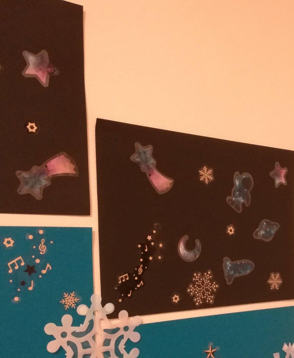 test ツイッターメディア - #世界宇宙飛行の日 いま頃このウォールアートを 貼ってみる #宇宙クリスマス #セリア #100均  #宇宙 https://t.co/wYPxr9yQIe