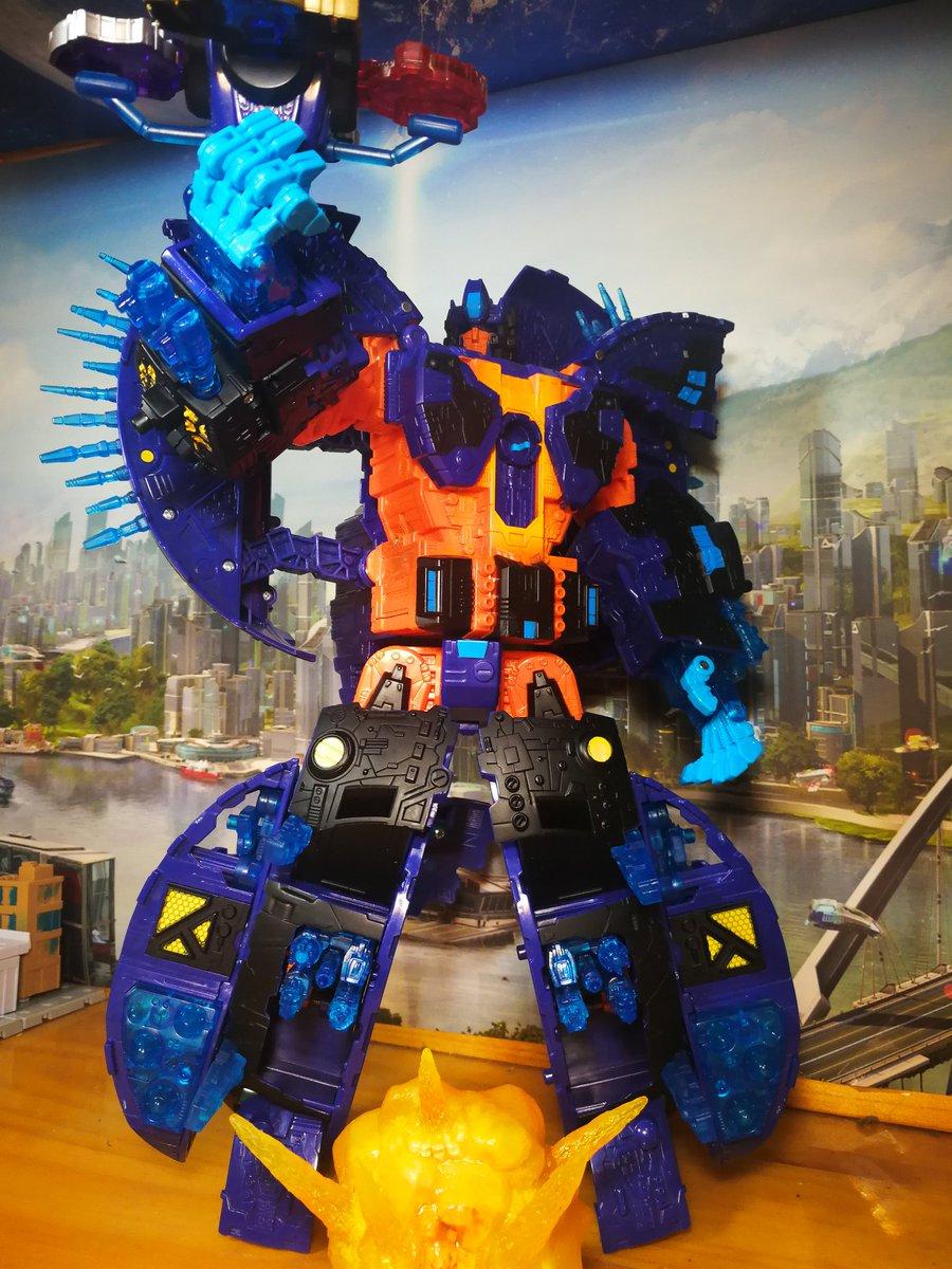 370b625a50d84 ... #OptimusPrime #TFTOY #Autobot #cybertron #decepticon #toyphoto  #Transformers #deskbot #hasbro #classic #Takaratomy #megatronpic.twitter .com/LQiEgsVmoX