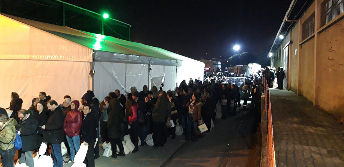 23:30 İtibariyle Kadıköy Seçim Kurulu önü:   İstanbul'da fark kapanırken Kadıköy'de yüzlerce sandık başkanı bekliyor  https://t.co/l9t6rzfxjm https://t.co/qcvgopA8D3