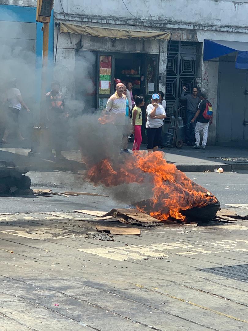 Dictadura de Nicolas Maduro - Página 37 D3AV4LXWsAEBVHu